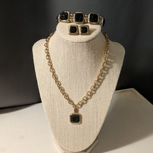 Fancy black jewelry set